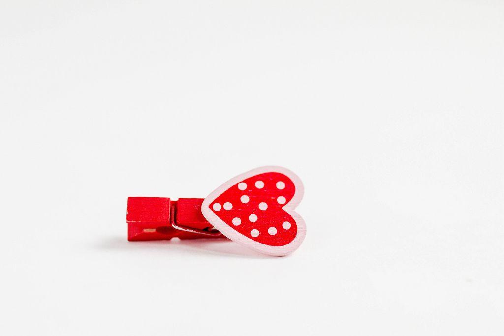 Deko-Klammer in Form eines roten Herzen