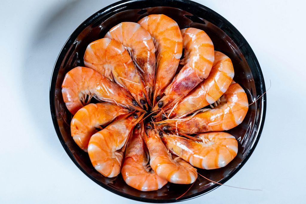 Delicious shrimp in a black plate
