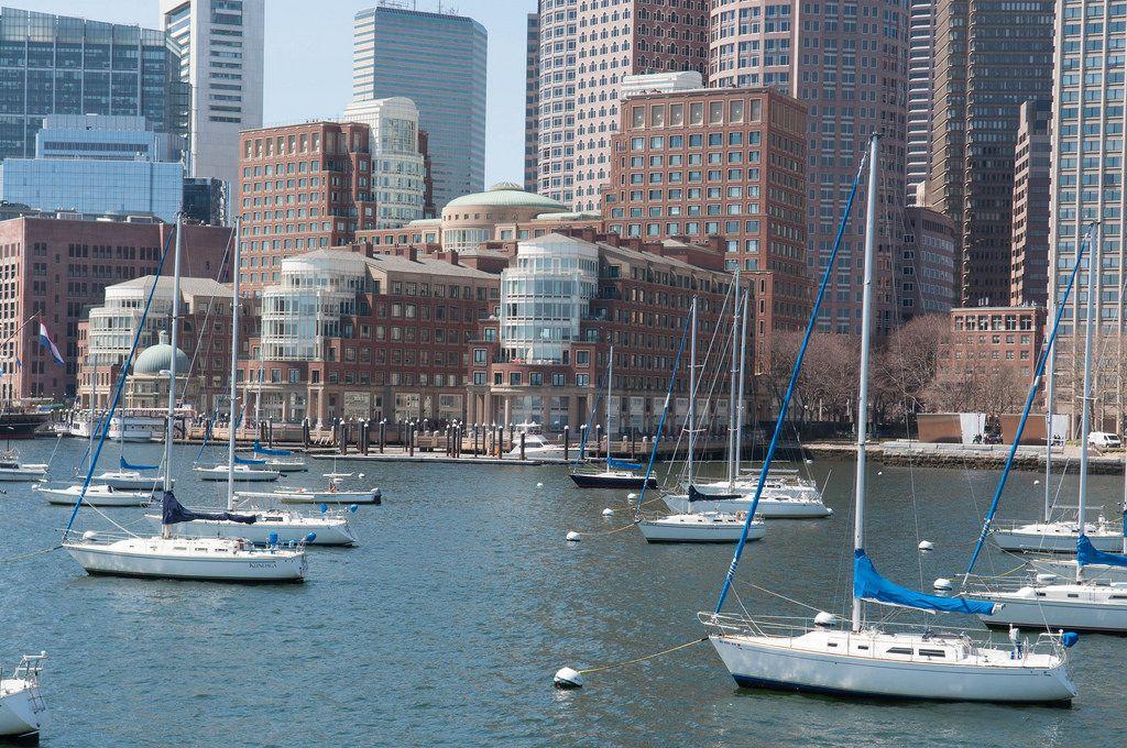Der Hafen Boston mit Segelbooten in Boston, USA
