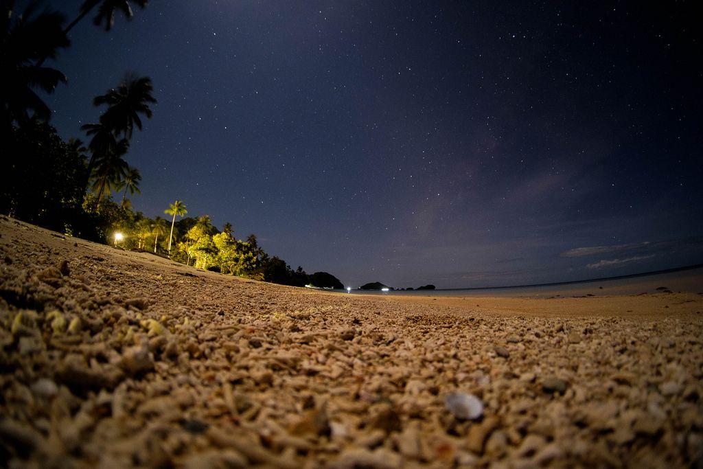 Der klare Sternenhimmel von Strand von Punta Bulata aufgenommen