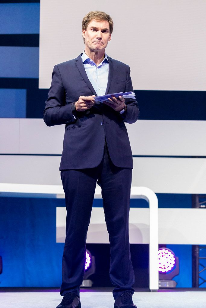 Der Löwe Carsten Maschmeyer hält eine Rede auf der Digital X