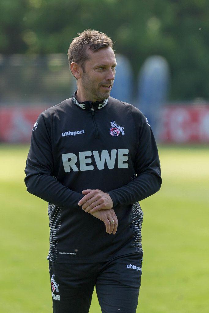 Der neue Mannschaftscoach des 1. FC Köln Andre Pawlak verlässt zufrieden das erste gemeinsame Training