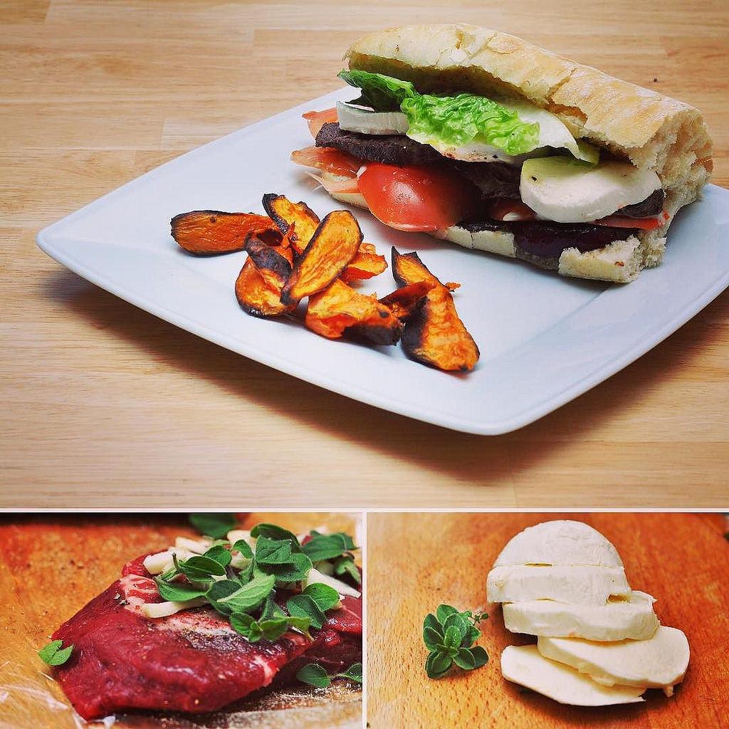 Der Rinder-Bürger von @hellofreshde war mal wieder lecker! #hellofresh #food #foodgasm #foodporn #foodstagram #foodpics #foodpic #burger #burgers #mozarella #steak #meat #meating #yummy