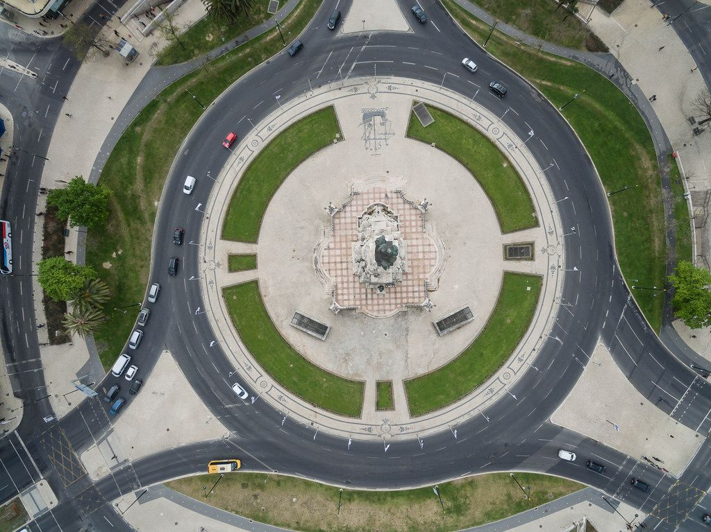 Der Rossio-Platz in Lissabon, Portugal aus der Vogelperspektive (Drohnenfoto)