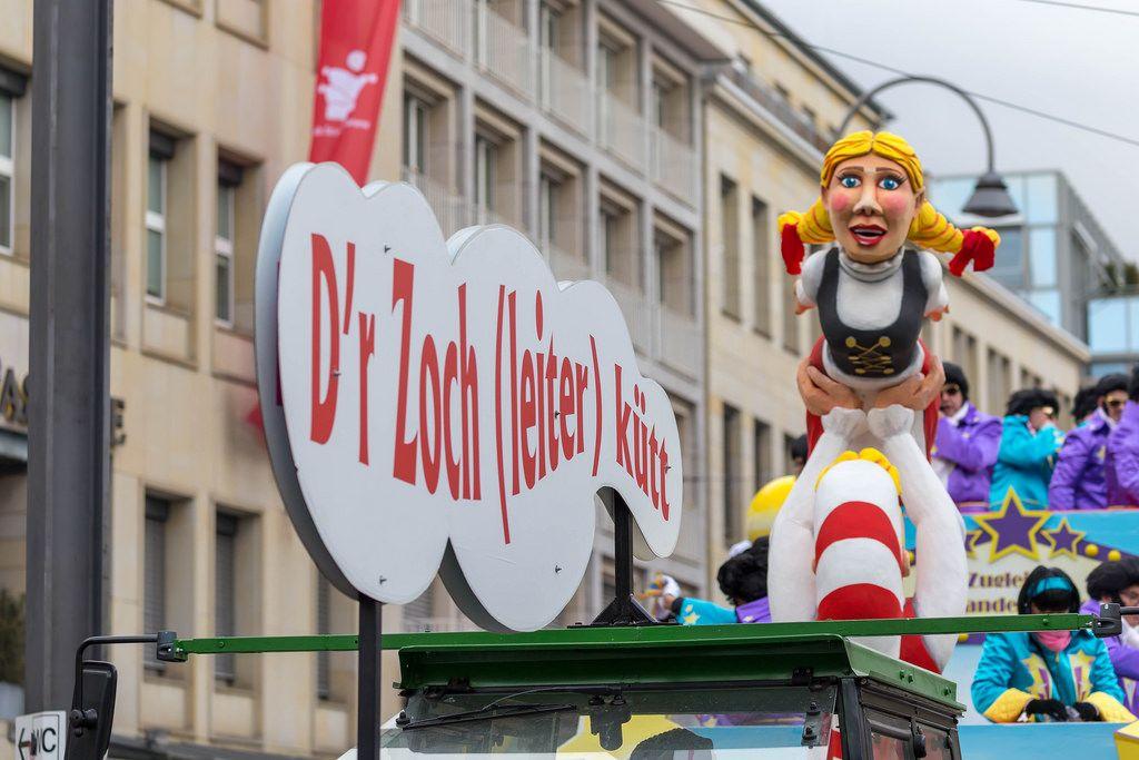 Der Zugleiter-Wagen von Alexander Dieper mit dem Mädchen mit blonden Zöpfen - Kölner Karneval 2018