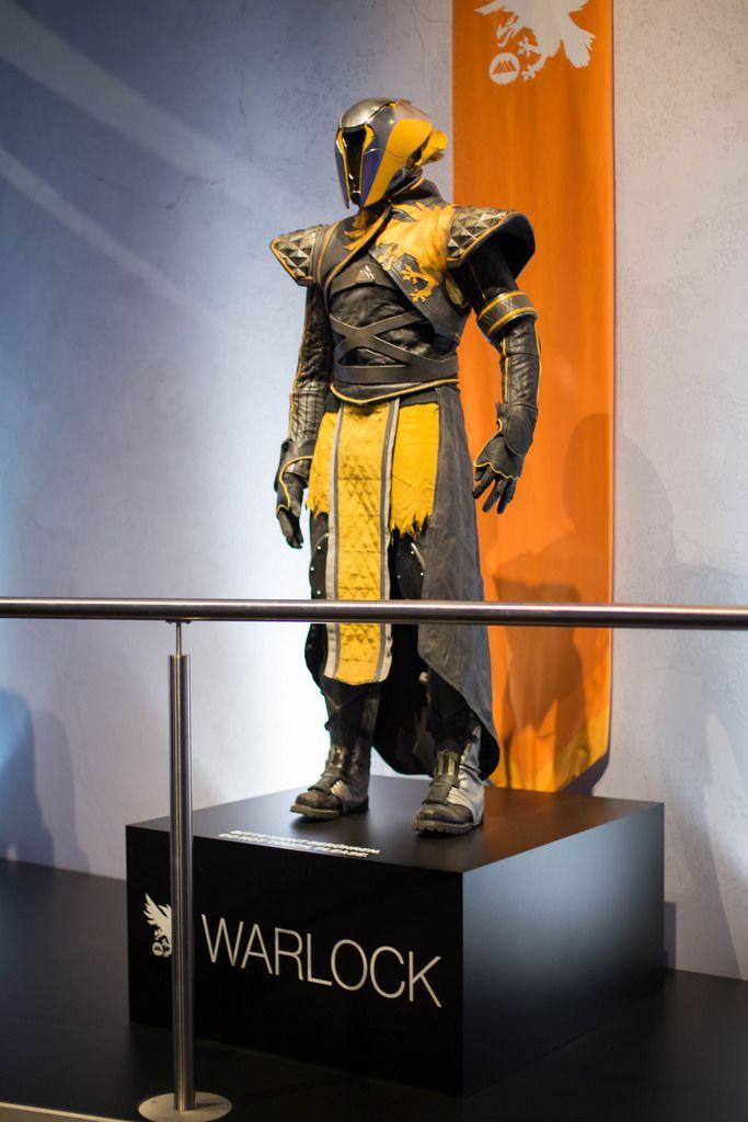 Destiny 2 Cosplay Outfits Warlock bei der Gamescom 2017