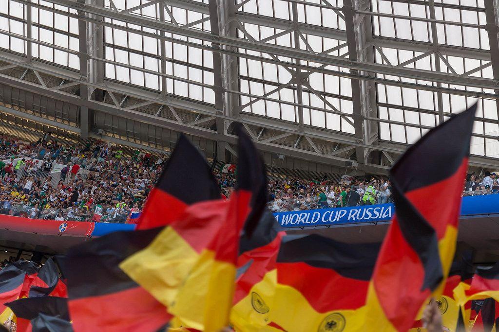 Deutsche Flaggen im Luschniki-Stadion