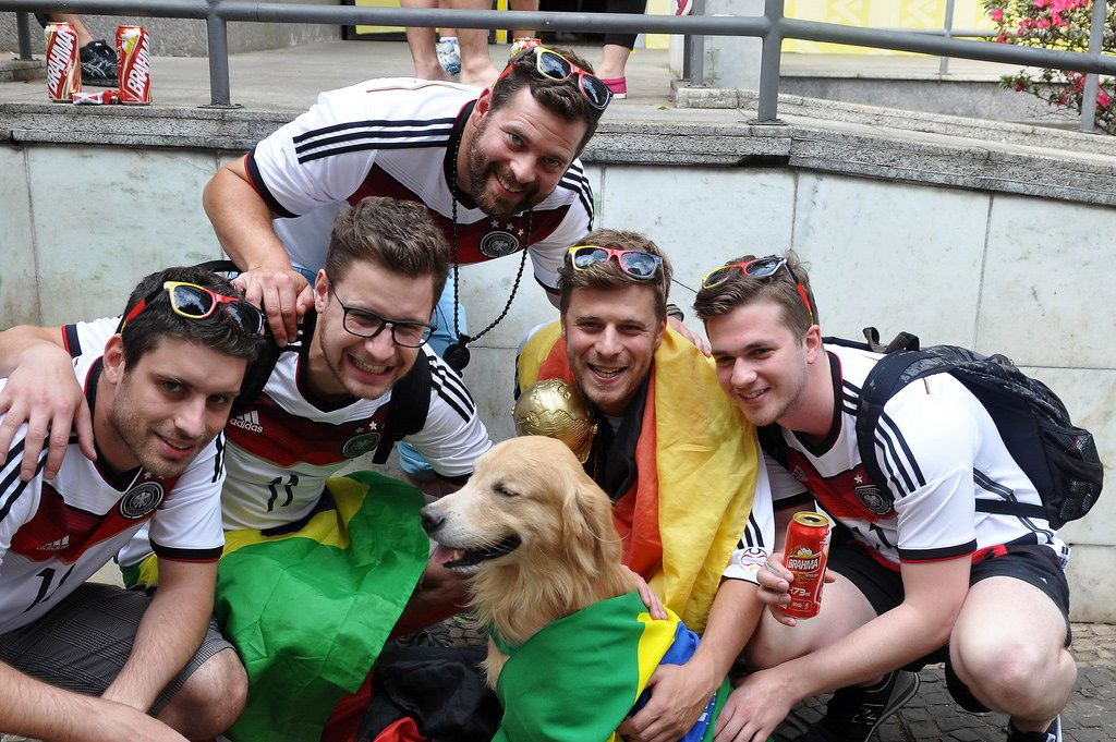 Deutsche Fußball-Fan posieren für ein Foto - Fußball-WM 2014, Brasilien