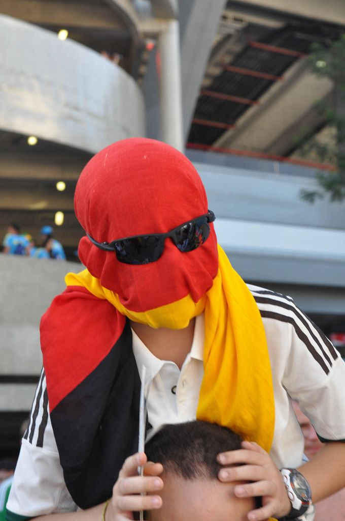 Deutscher Fan mit einer um seinen Kopf gewickelter Flagge - Fußball-WM 2014, Brasilien