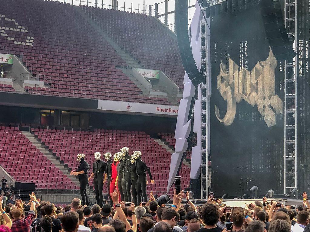 Die Dark Rock und Doom Metal Band Ghost aus Schweden, als Vorband von Metallica in Köln