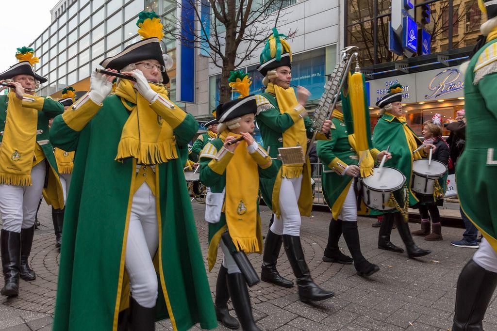 Die EhrenGarde beim Defilee - Kölner Karneval 2018