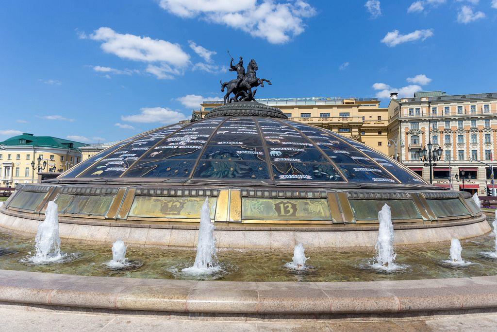 Die Fontäne World Clock Fountain in Moskau