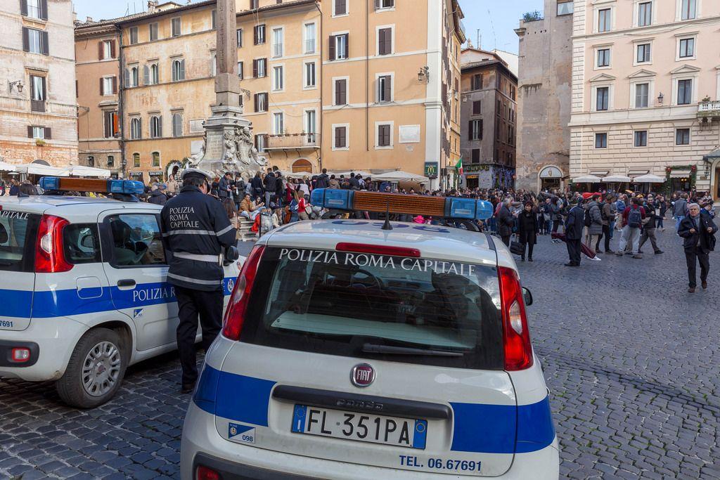 Die Römer Polizeiam Pantheon Platz in Rom