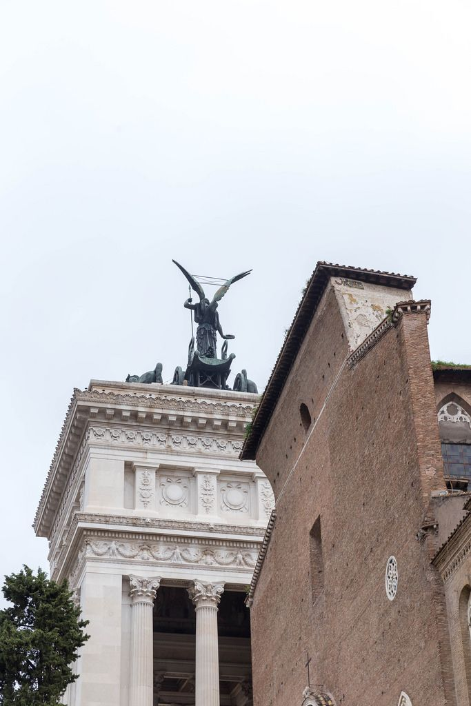 Die Siegestatue auf dem Dach der Kapitolinischen Museen