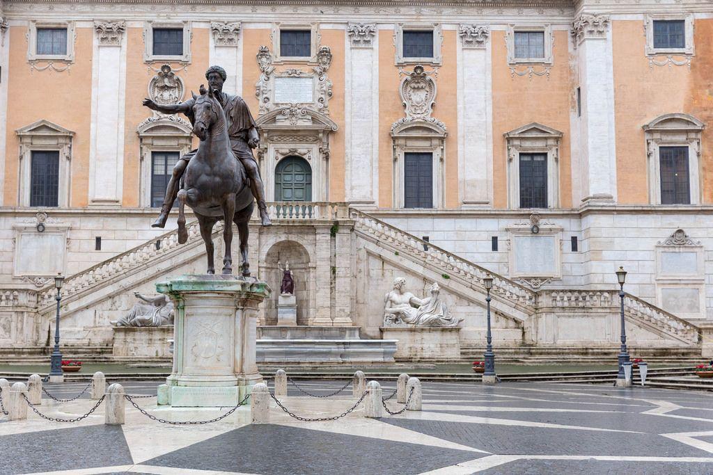 Die Statue des Marcus Aurelius vor den Kapitolinischen Museen in Rom