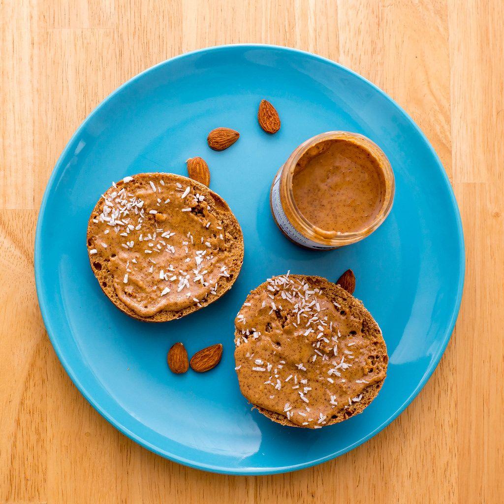 Dinkelbrötchen mit Mandel-Kokosnus-Butter