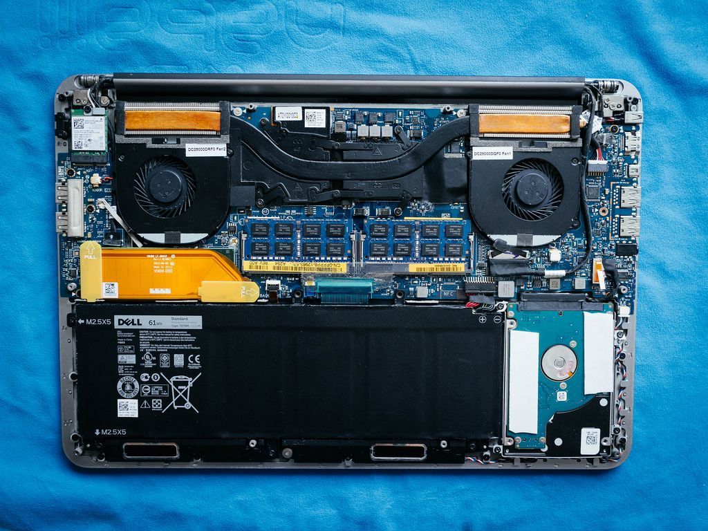 Disassembled Laptop / Auseinandergebauter Laptop