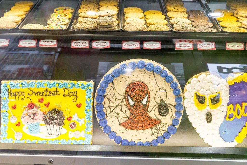 Diverse Kuchen und Plätzchen bei Mr. Fields