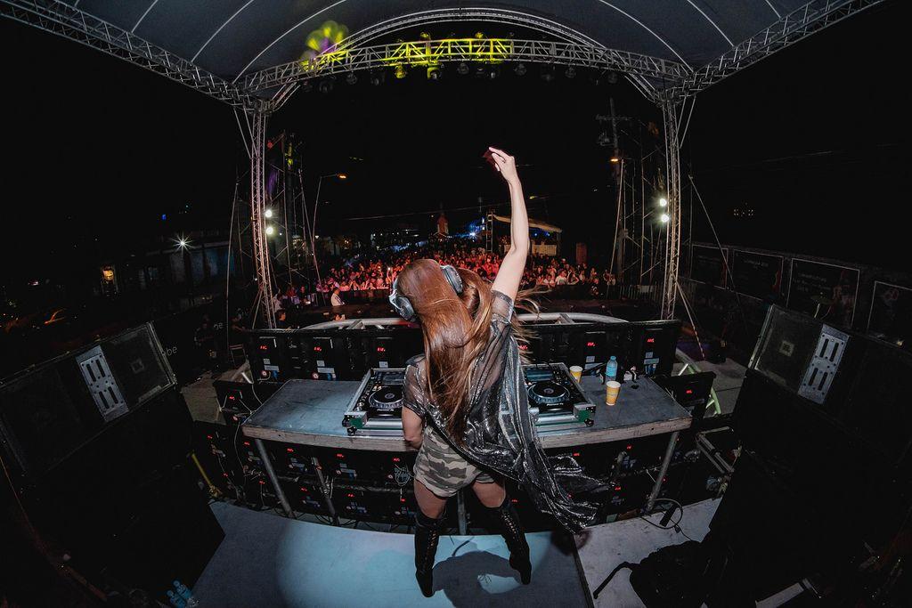 DJ Jennifer Lee feiert bei ihrem Auftritt am Dinagyang Music Festival, Philippinen