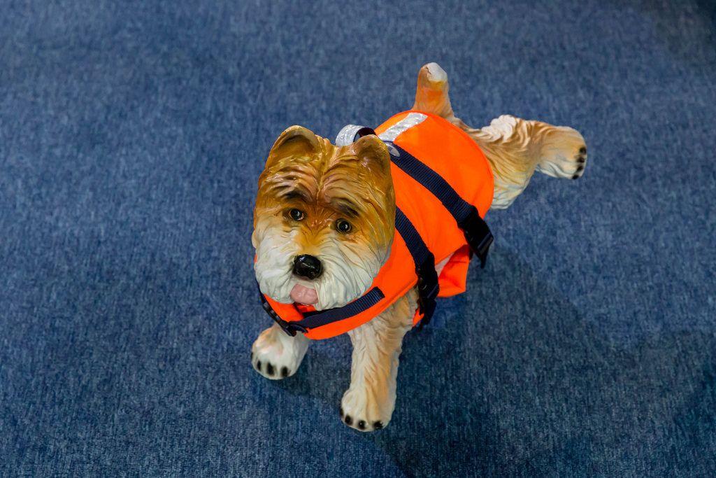 Dog in a lifejacket toy - Boot Düsseldorf 2018