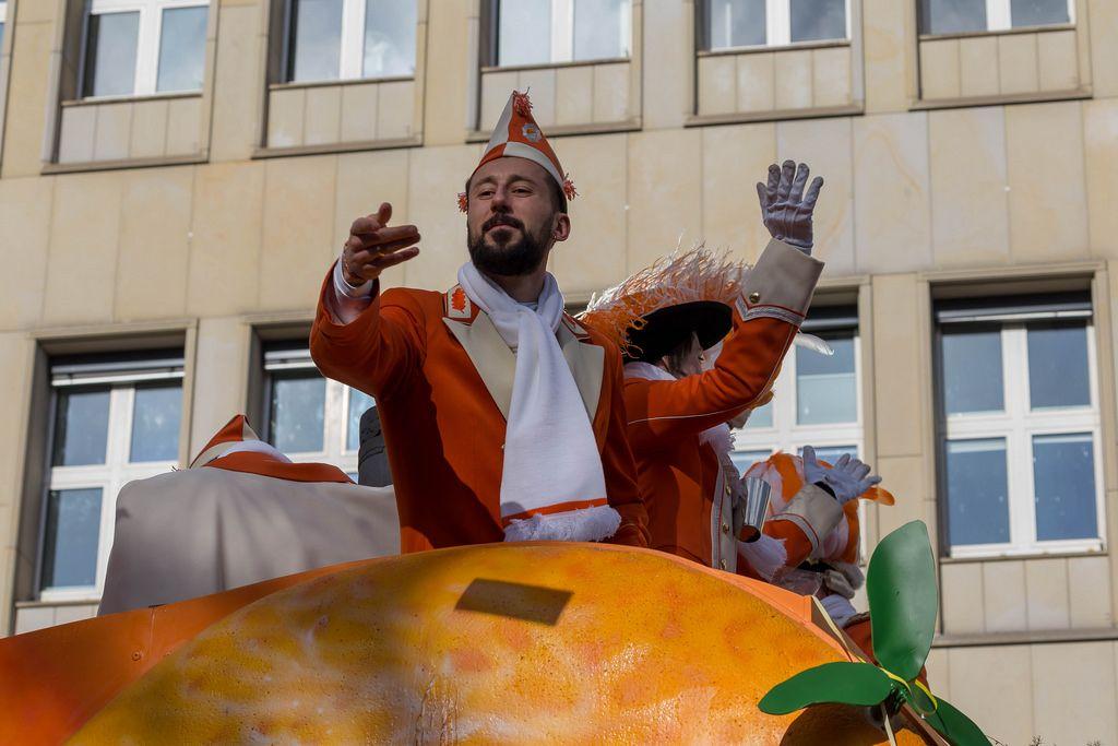 Dominic Maroh genießt die Aufmerksamkeit - Kölner Karneval 2018