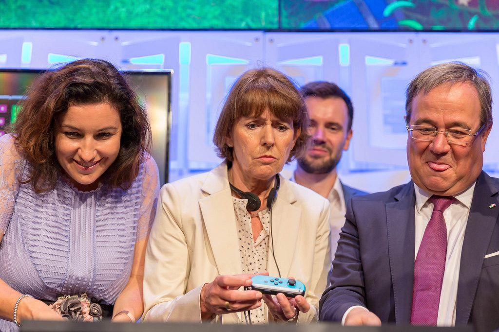 Dorothee Bär, Henriette Reker, Felix Falk und Armin Laschet haben Spaß