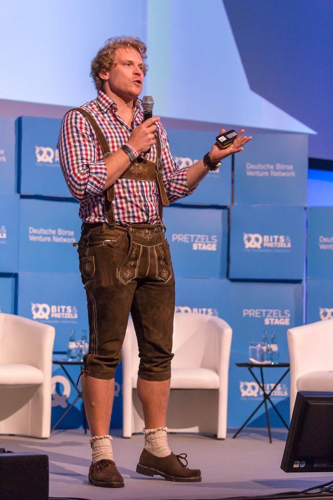 Dr. Julian Hosp - in Lederhosen auf der Bühne beim Bit & Pretzels Festival 2018