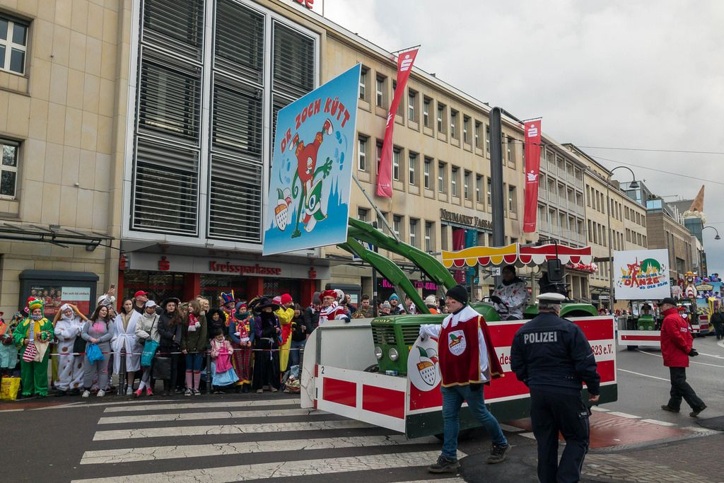 D'r Zoch Kütt - Bagger beim Rosenmontagszug - Kölner Karneval 2018