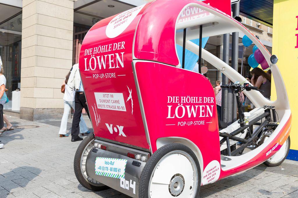 Dreirad mit Werbung für das Pop-up-Store Die Höhle der Löwen