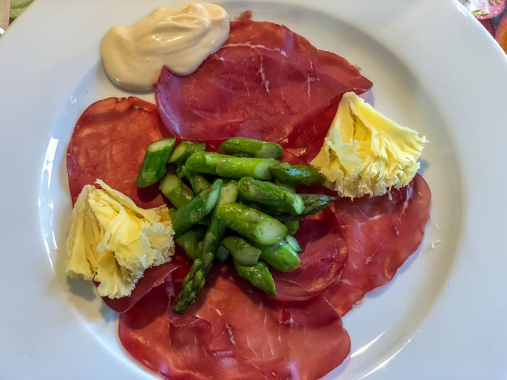 Dry-cured ham and green asparagus