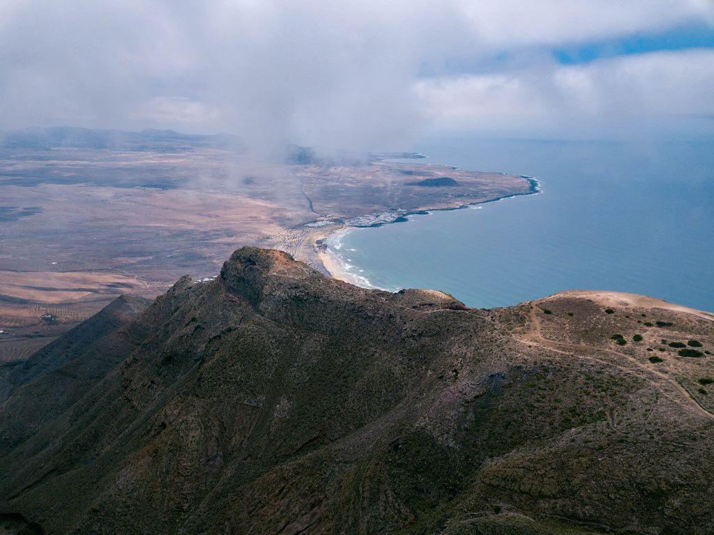 Edge of the mountain range near the ocean / Rand der Bergkette nahe dem Ozean
