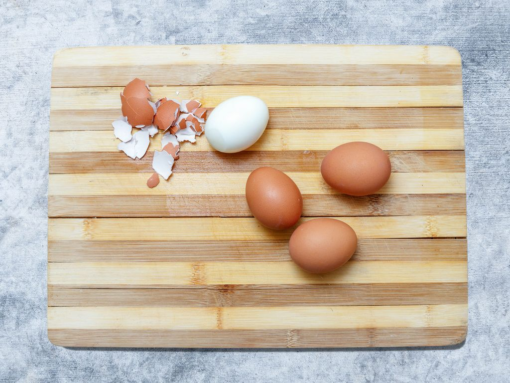 Eggs, eggshell, and  egg of unshelled on wooden board