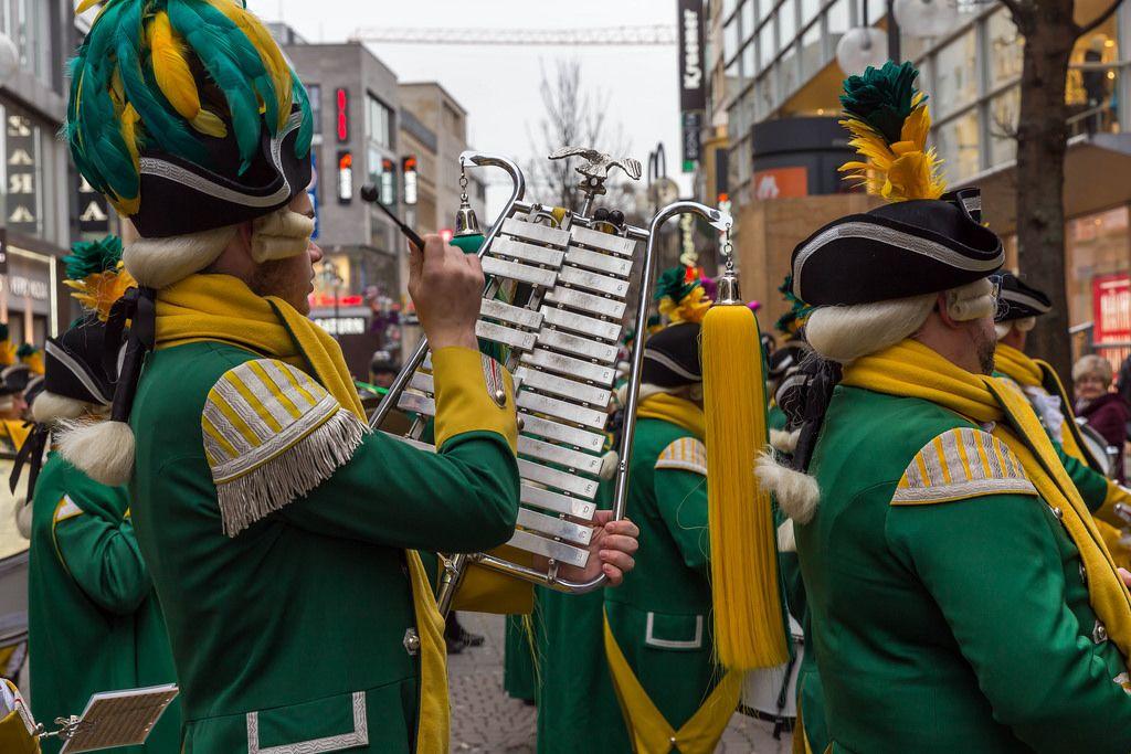 EhrenGarde der Stadt Köln beim Spielen - Kölner Karneval 2018