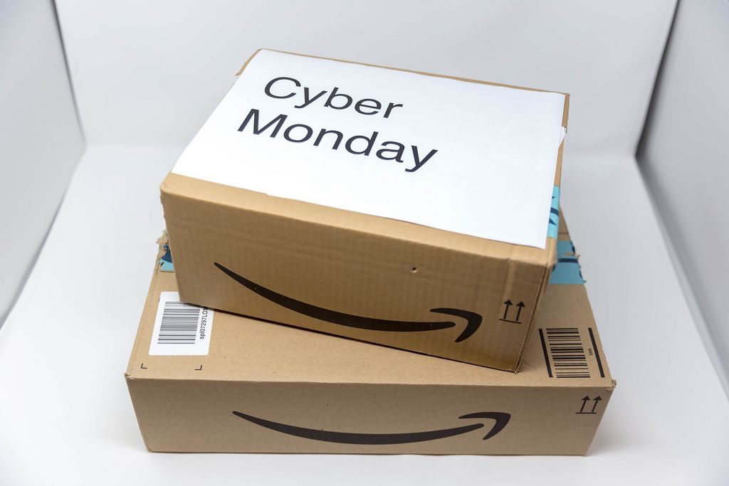 Ein Cyber Monday Paket von Amazon