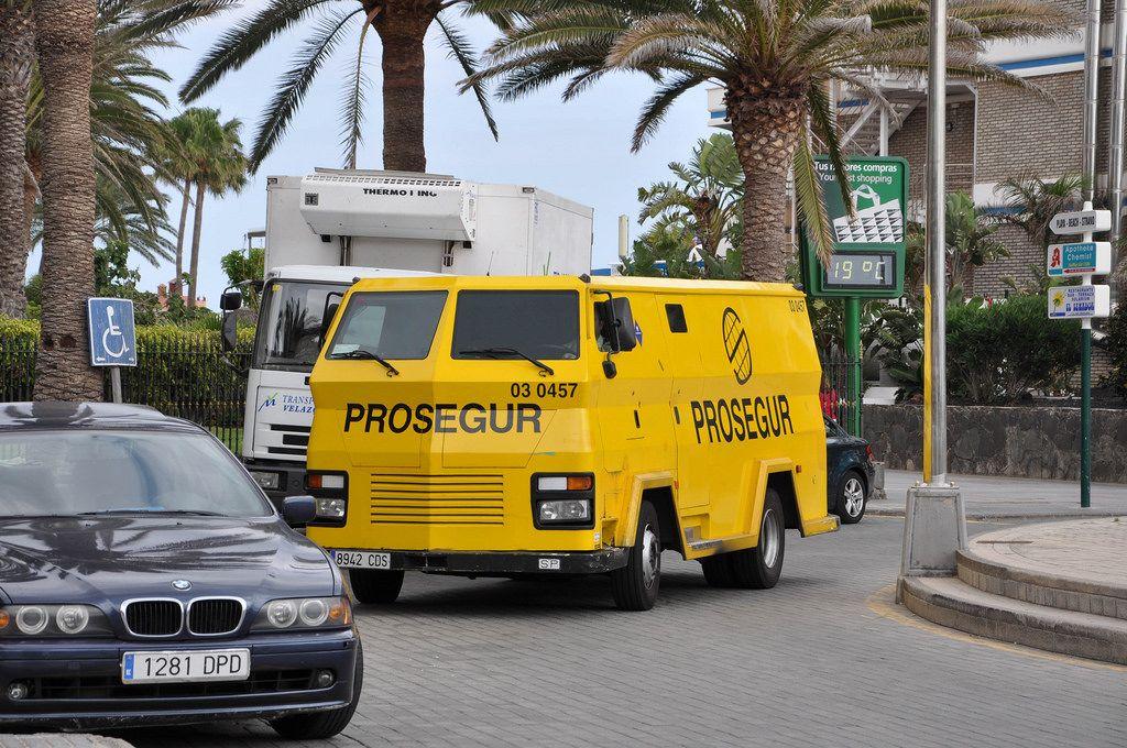 Ein gepanzerter Wagen der Sicherheitsfirma Prosegur