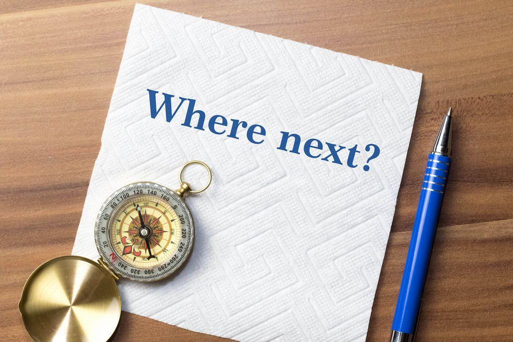 Ein Kompass mit dem Schriftzug: Where next?
