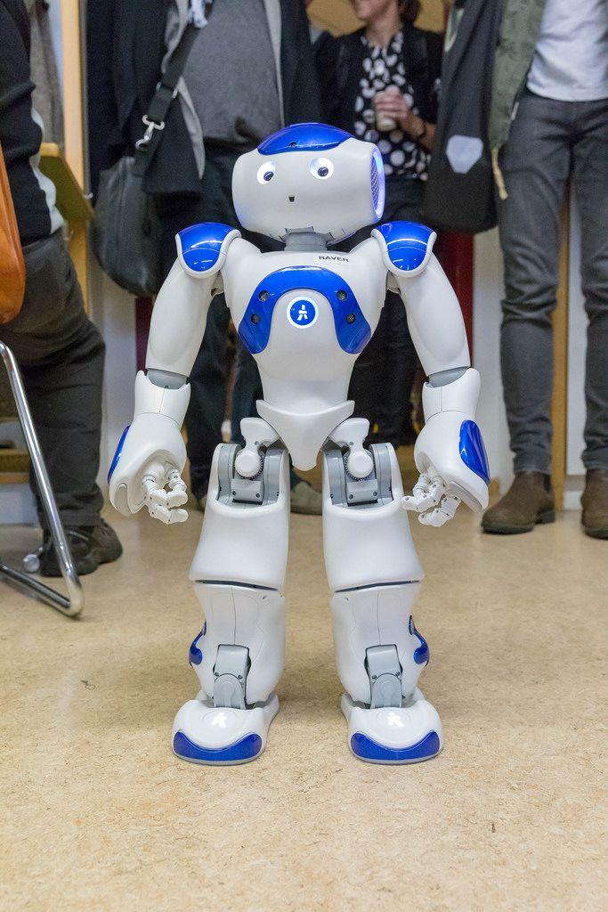 Ein menschen ähnlicher Roboter mit dem Namen Raver auf dem Digital Education Day 2018 in Köln