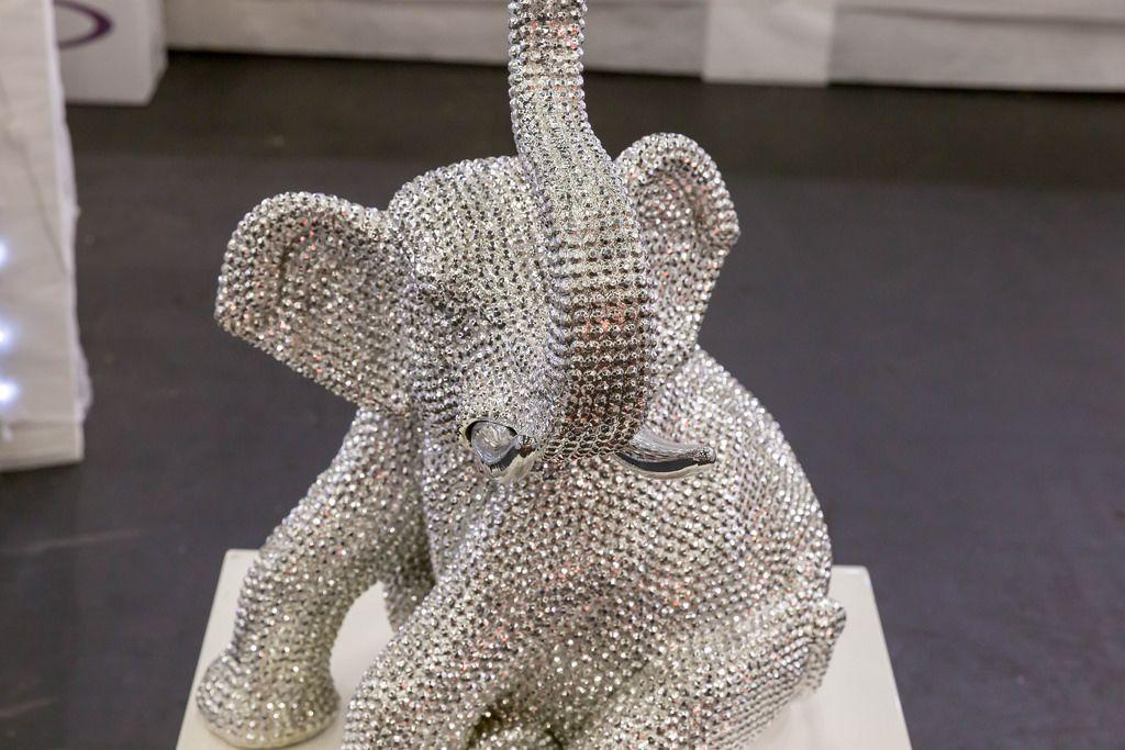 Ein schimmernder Elephant als Deko - IAW Köln 2018
