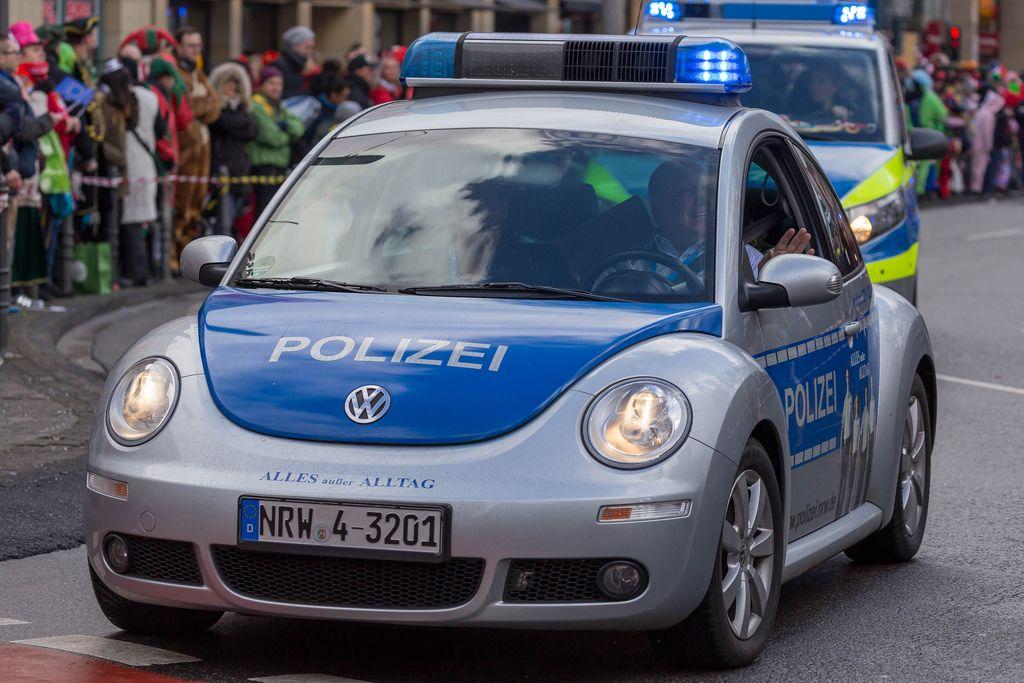 Ein VW Käfer der Polizei - Kölner Karneval 2018