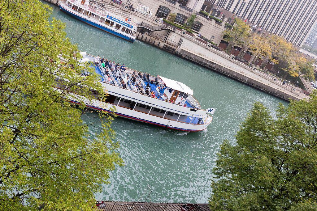 Ein Wendella Sightseeing-Schiff