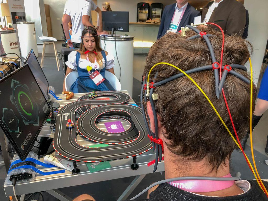 Eine mit dem Gehirn gesteuerte Carrerabahn