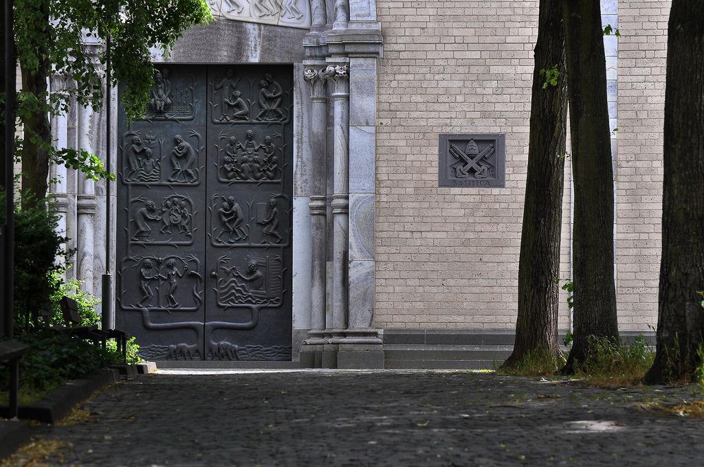 Eingang des Kunibertsklosters