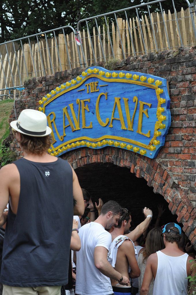 Eingang zur Rave Cave - Musikfestival Tomorrowland 2014