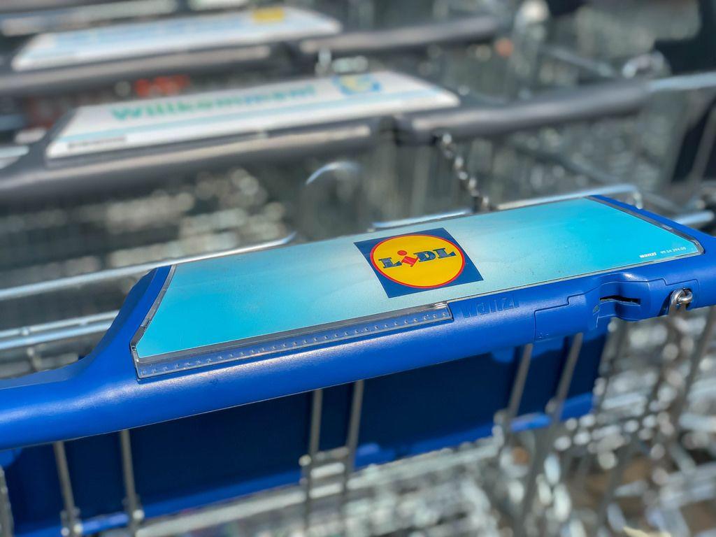 Einkaufswagen beim LIDL Supermarkt