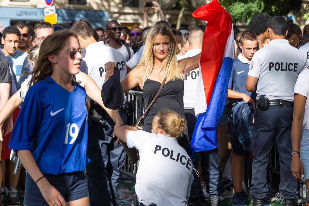 Einlasskontrolle Fanfest Paris