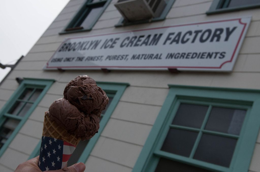 Eis von Brooklyn Ice Cream Factory in New York City, USA