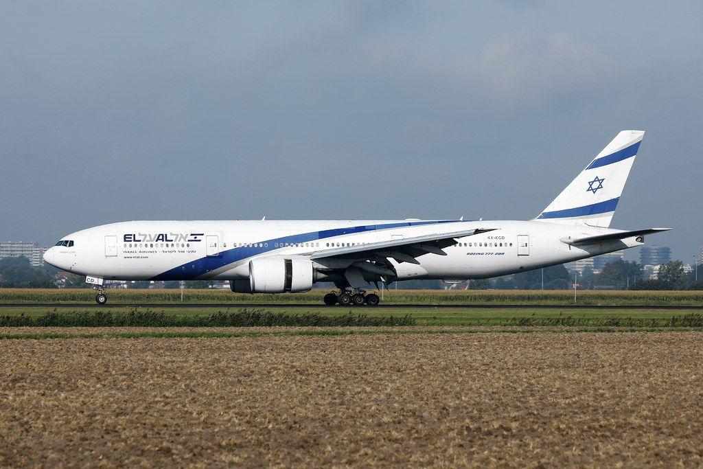 El-Al-B777 rollt auf dem Amsterdamer Schiphol Flughafen