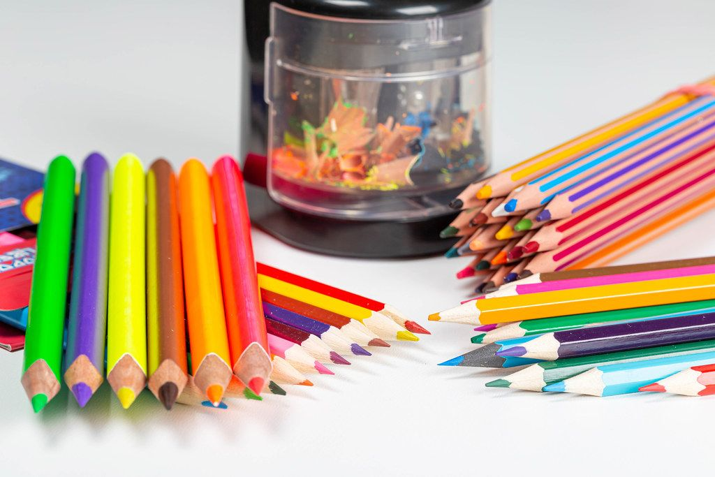 Electric automatic pencil sharpener with colorful pencils