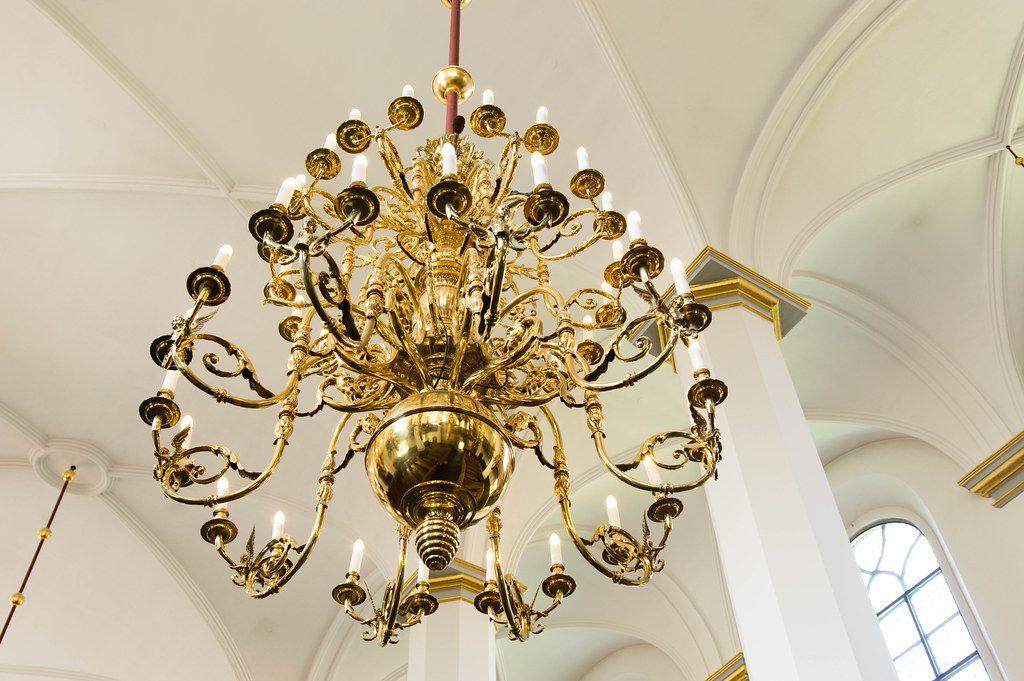 Elegant golden chandelier lamps (Flip 2019)