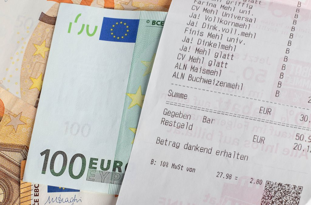 Euro banknotes and receipt